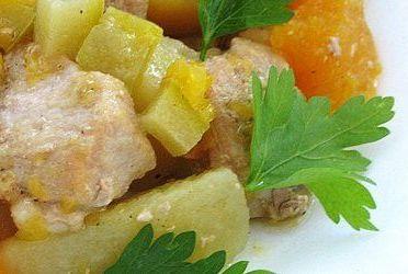 Картофель со свининой и овощами