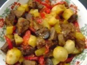 Картофель с куриной печенью и яблоками