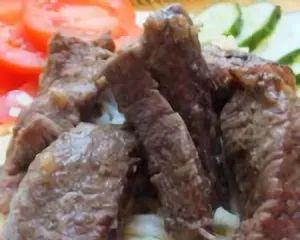 Тушенная говядина с луком
