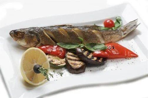 Белая рыба под сливочным соусом